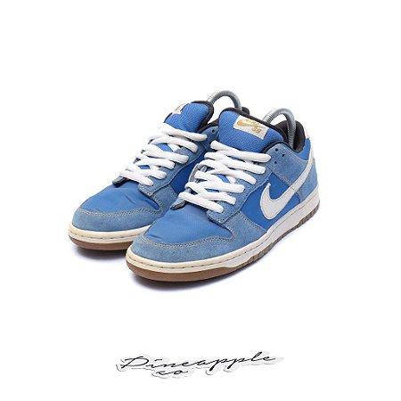 "Nike SB Dunk Low Street Fighter ""Chun Li"" (2010)"