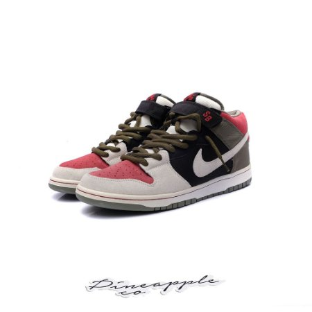 "Nike SB Dunk Mid ""Black/Sail/Varsity Red"""