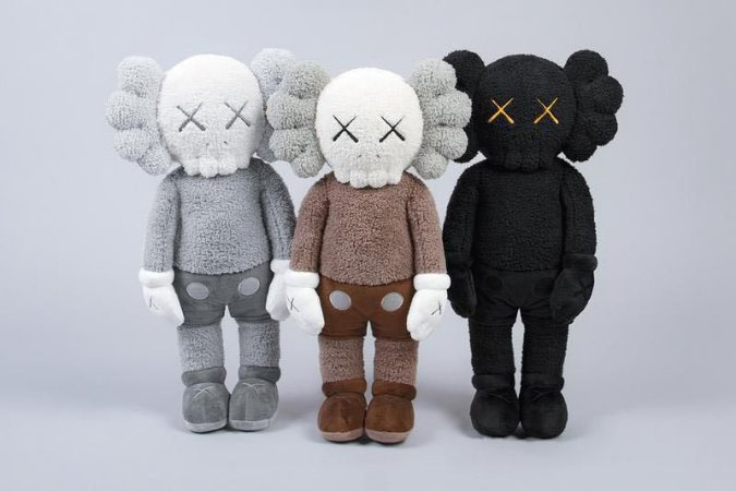 "KAWS- Kit Pelúcias Holiday Hong Kong C/3 ""Grey/Brown/Black"""