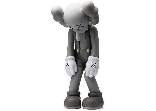 "KAWS - Boneco Small Lie Companion Vinyl ""Grey"""