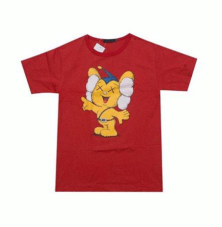 "ORIGINAL FAKE - Camiseta Kaws JPP Pipo Kun ""Burgundy"""