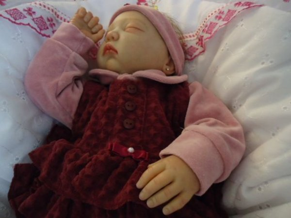 Bebê reborn Julia com olhos fechados