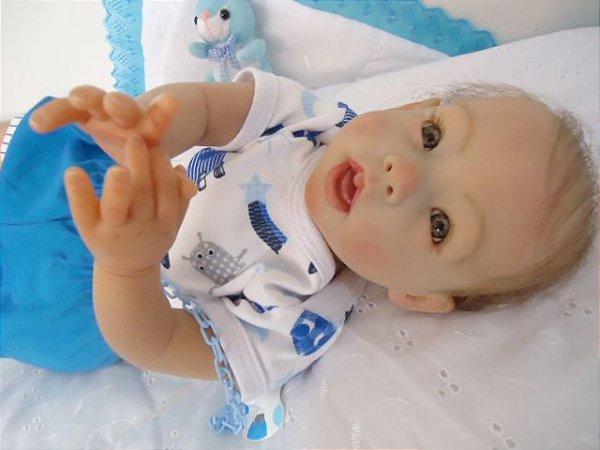 Bebê reborn menino com aproximadamente 2,6 kg e 52 cm