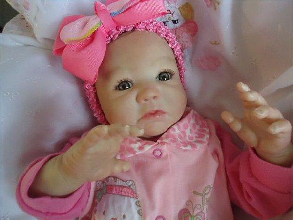 Bebezinha reborn com 52 cm e 2,4 kg aproximadamente