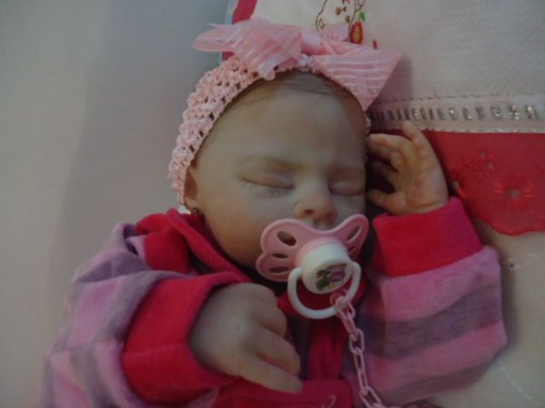 Linda bebê reborn menina com 1,65 kg e 48 cm aproximadamente.