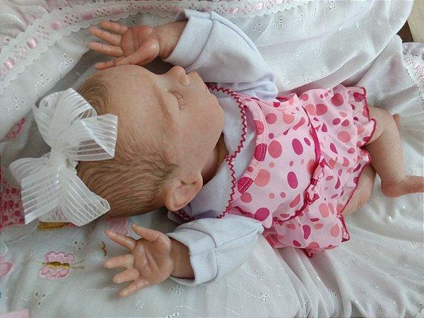 Bebê reborn menina, cabelos castanhos pintados, 2,3 kg e 55 cm aproximadamente