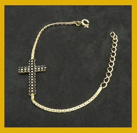Crucifixo de pedras pretas