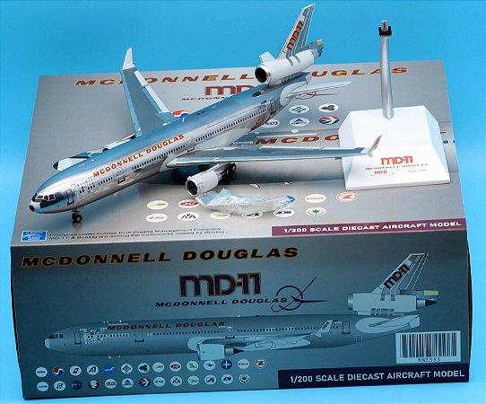 JC Wings 1:200 McDonnell Douglas MD-11 House Colours