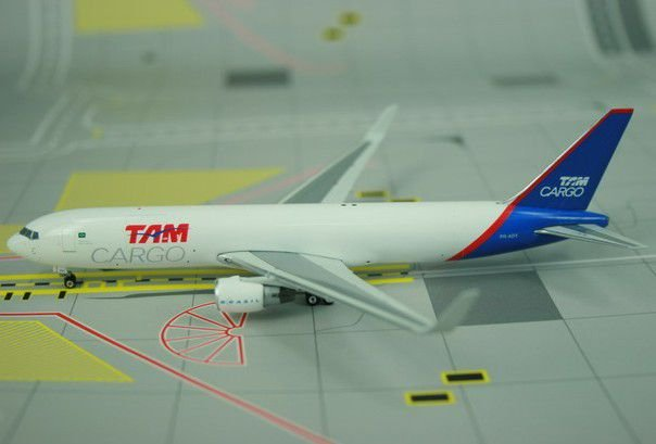 Phoenix 1:400 TAM Cargo Boeing 767-300