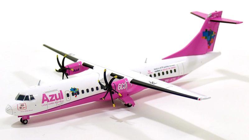 Miniatura Avião JC Wings 1:200 Azul Linhas Aéreas ATR-72-600 - Pintura Câncer de Mama