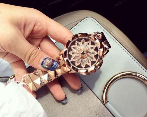 Relógio de pulso feminino  Modelo Luxo Lady Rotação / Gold- Rose - Silver