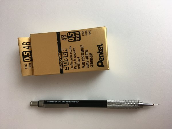Kit 05 - 01 Lapiseira Pentel Graphgear 500  + 12 tubos de grafite 4B 0,5mm
