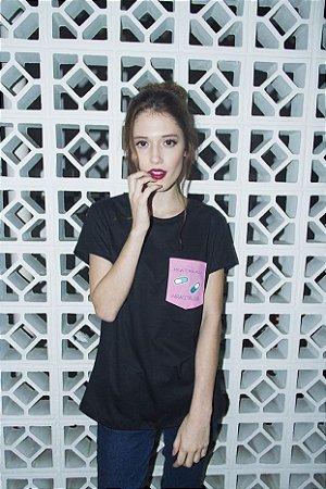Camiseta Feminina Paracetaloca Preta Patches