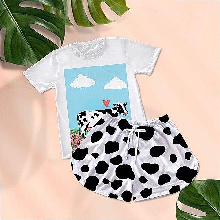 Conjuntinho Pijama Shorts e Camiseta Vaca Desenho fundo azul