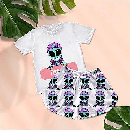 Conjuntinho Pijama Shorts e Camiseta Alien