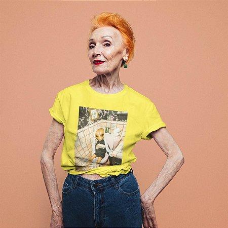 Camiseta Amarela Alien Banheiro