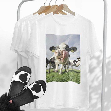 Combo Vaca: Uma T-shirt Branca + Chinelo Vaca