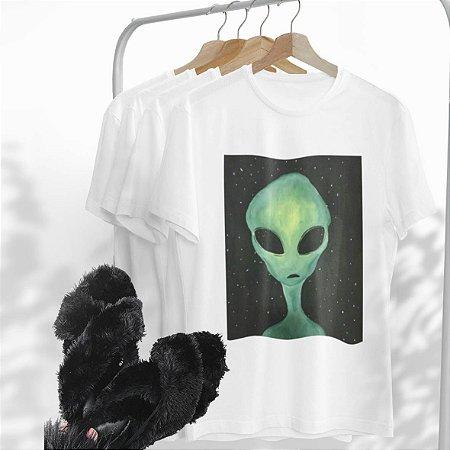 Combo Alien: Uma T-shirt Branca + Chinelo peluciado