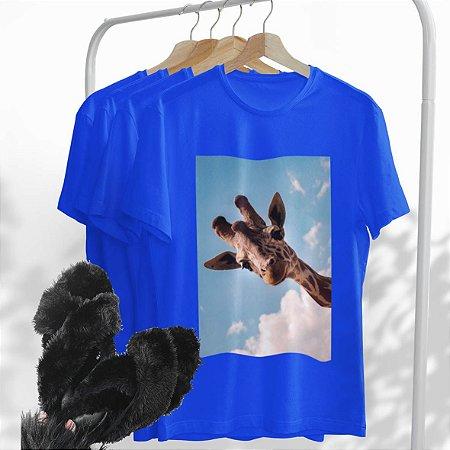 Combo Girafa: Uma T-shirt Azul + Chinelo peluciado