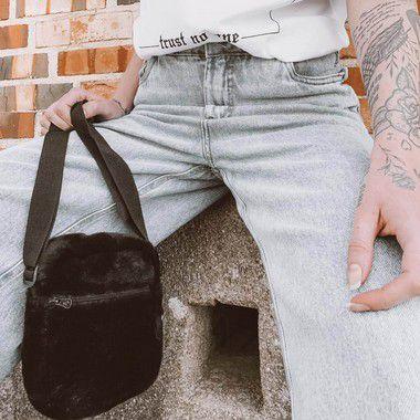 Combo: Bolsa Shoulder Bag Unissex Pelo All Black + Chinelinho de pelo