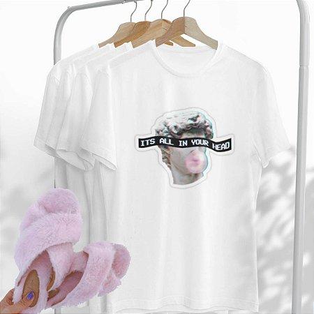 Combo It's all: Uma T-shirt Branca + Chinelo peluciado Rosa