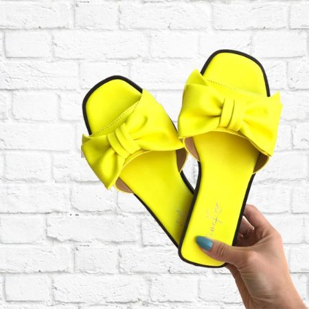 Chinelinho Laço Amarelo Neon