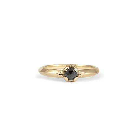 Anel em Ouro Amarelo 18k com Diamante Negro | Sob Medida