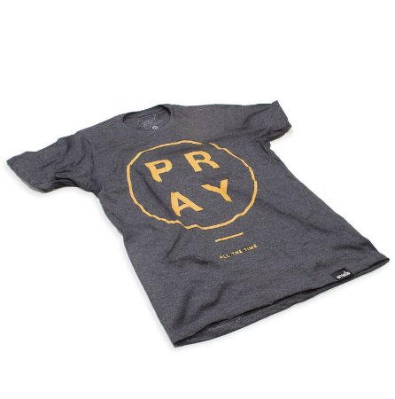 CAMISETA PRAY GOLDEN