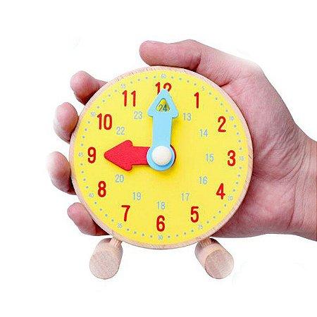 Relógio de madeira para aprender as horas