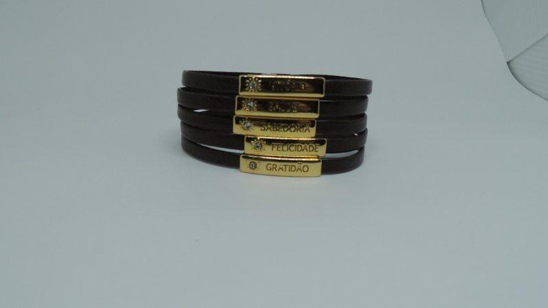 Bracelete em couro marron e passadores da prosperidade