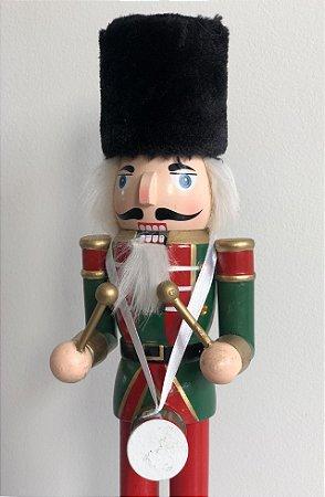 Soldado Quebra Nozes - 30 cm - verde/tamborzinho