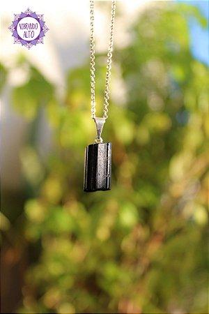 Pingente Turmalina Preta Bruta (Pino Prateado aprox. 2g) | Pedra de Proteção e Purificação!