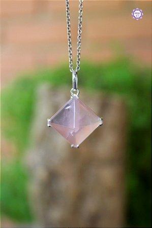 Pingente Pirâmide de Quartzo Rosa (Prata 950) | Pedra do Amor e Cura Emocional