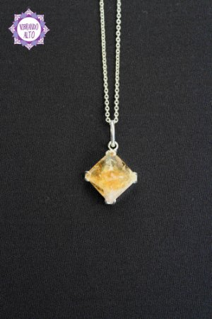 Pingente Pirâmide Citrino Comum (Prata 950) - 3g   Pedra da Manifestação e Criatividade!
