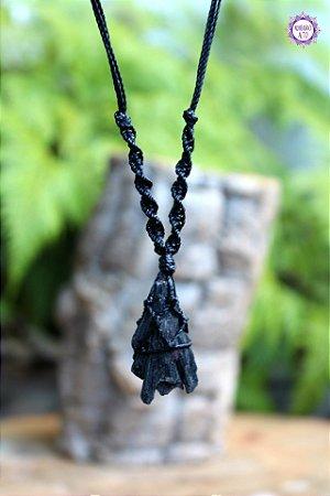 Castroado de Cianita Negra (Vassoura de Bruxa) com Cordão Ajustável | Cura Energética e Proteção