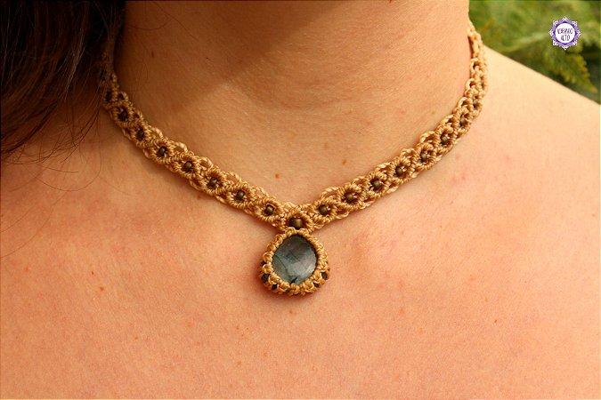 Colar Amuleto em Macramê com Labradorita (Cor Bege)|Cordão Ajustável