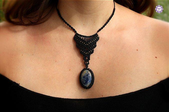 Colar Amuleto em Macramê com Sodalita|Cordão Ajustável