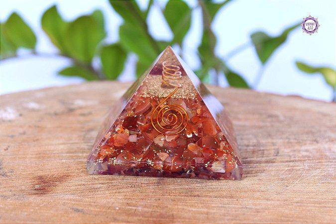 Orgonite Pirâmide Ágata Cornalina | Pedra da Manifestação, Coragem e Ação