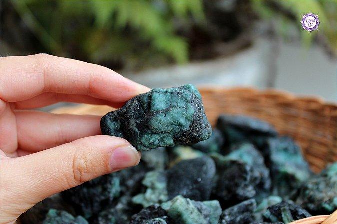 Esmeralda Bruta (de 30g a 45g a unidade) - Pedra de 2020 | Pedra do Amor Divino, Cura e Prosperidade