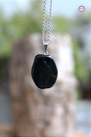 Pingente de Turmalina Negra Rolada (Pino Prateado) | Pedra de Proteção e Purificação