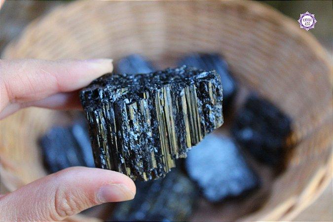 Turmalina Negra Bruta (de 75g a 95g a unidade)| Pedra de Proteção e Purificação