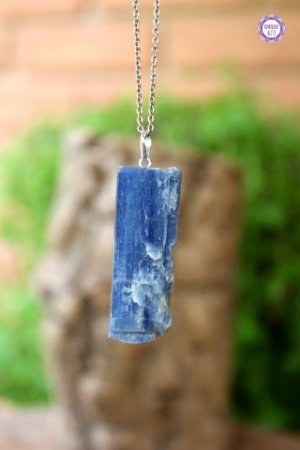 Pingente Canudo Cianita Azul (Prata 950) | Pedra da Telepatia, Recordação de Vidas Passadas e Arcanjo Miguel