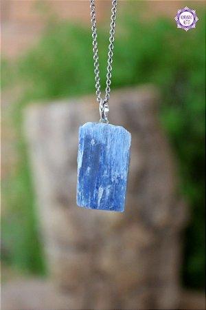 Pingente Cianita Azul Retangular (Prata 950) | Pedra da Telepatia e Arcanjo Miguel
