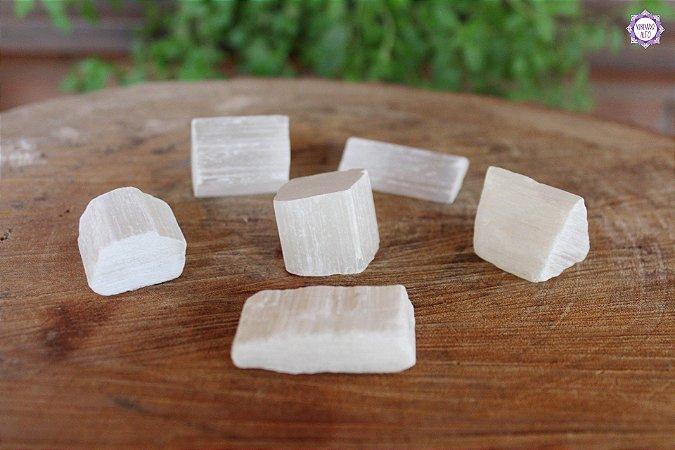 Recortes de Selenita (20g a 30g a unidade)   Pedra de Ativação Espiritual