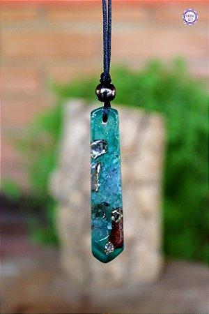 Colar Ponta de Orgonite Verde com Quartzo e Quartzo Verde | Cordão Preto Tamanho Ajustável