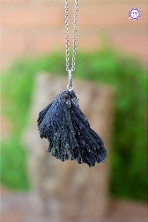 Pingente Cianita Negra | Vassoura de Bruxa (Prata 950) | Pedra para Cura Energética e Proteção