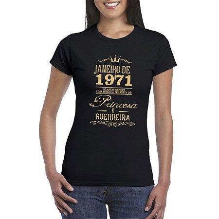 Camiseta Preta com Estampa Dourada