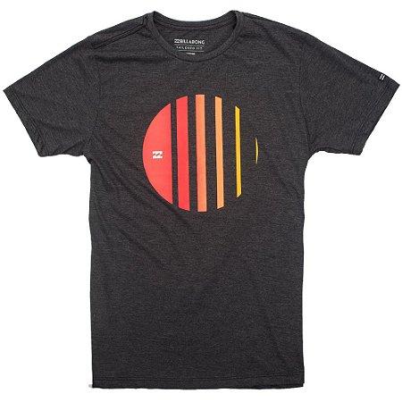 Camiseta Billabong Depth Cinza Escuro - Radical Place - Loja Virtual ... 9af4dff0fdc