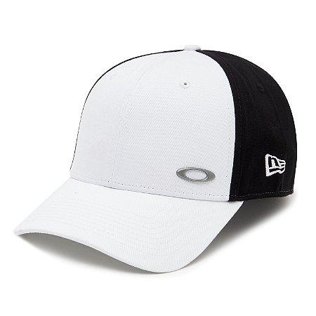 Boné Oakley Tinfoil Cap New Era Branco/Preto