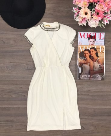 Vestido Off White Com Fenda